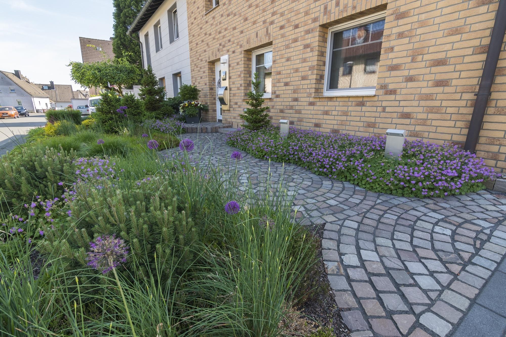 vorgartengestaltung wei ner garten und landschaftsbau. Black Bedroom Furniture Sets. Home Design Ideas